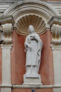 Statue en devanture de l'église Sainte-Lucie
