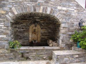 Fontaine au Village de Talasani