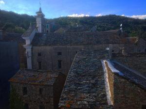 Sur les toits du Village de Talasani
