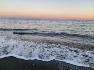 Ciel rose à la plage de Figaretto