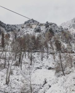 Le Village de Talasani sous la neige