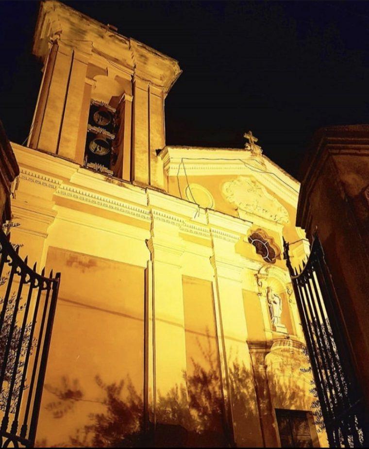 L'église de Sainte-Lucie de nuit